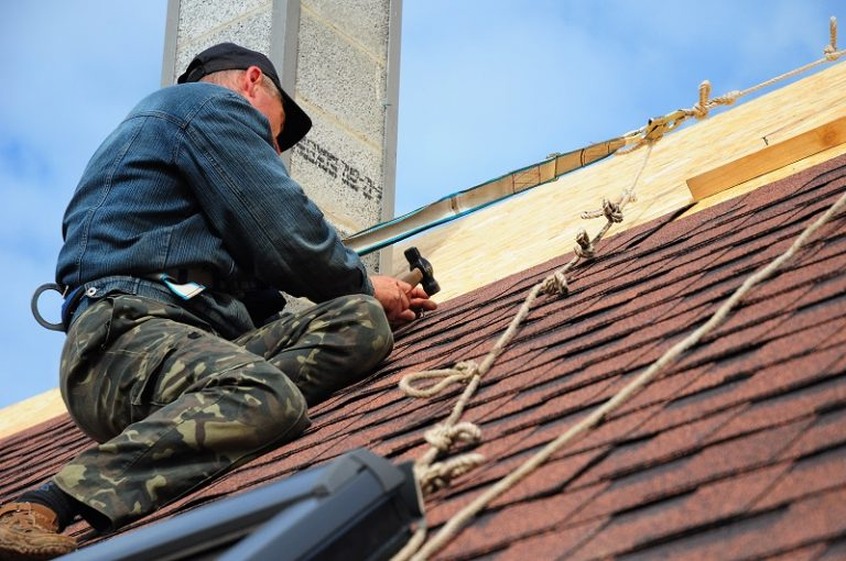 Top 4 Tips For Repairing A Leak Roofing For Your Home